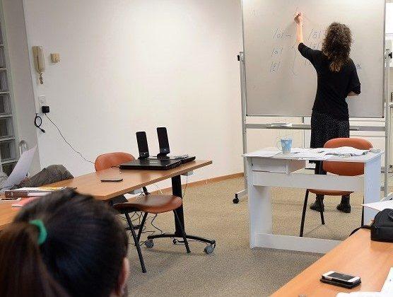 Association découvrir - Genève, Cours de français, Professeur Pauline Court